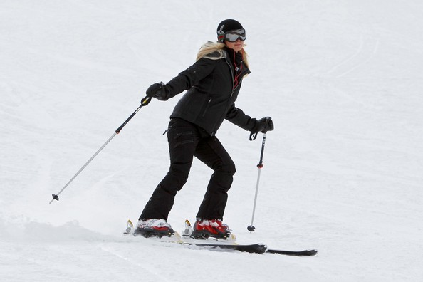 Paris+Hilton+shows+off+skiing+skills+rides+umQPxiX-cJal